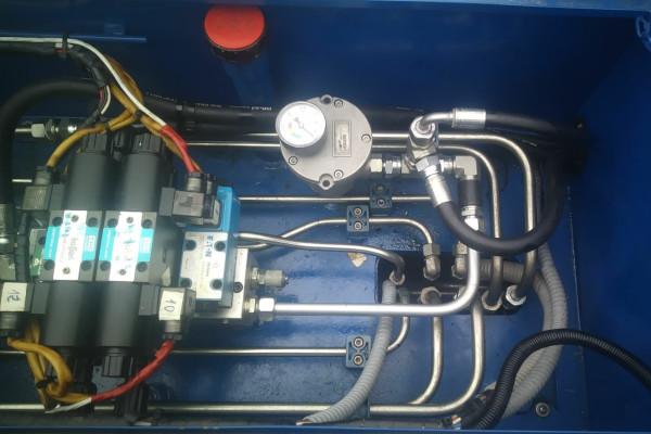 instalación hidráulica y neumática